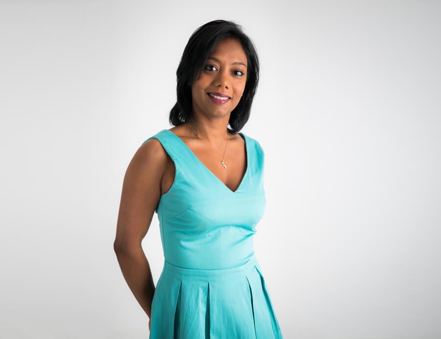 Mina, gérante de la société RHUMAMINA. Production de rhums arrangés de La Réunion